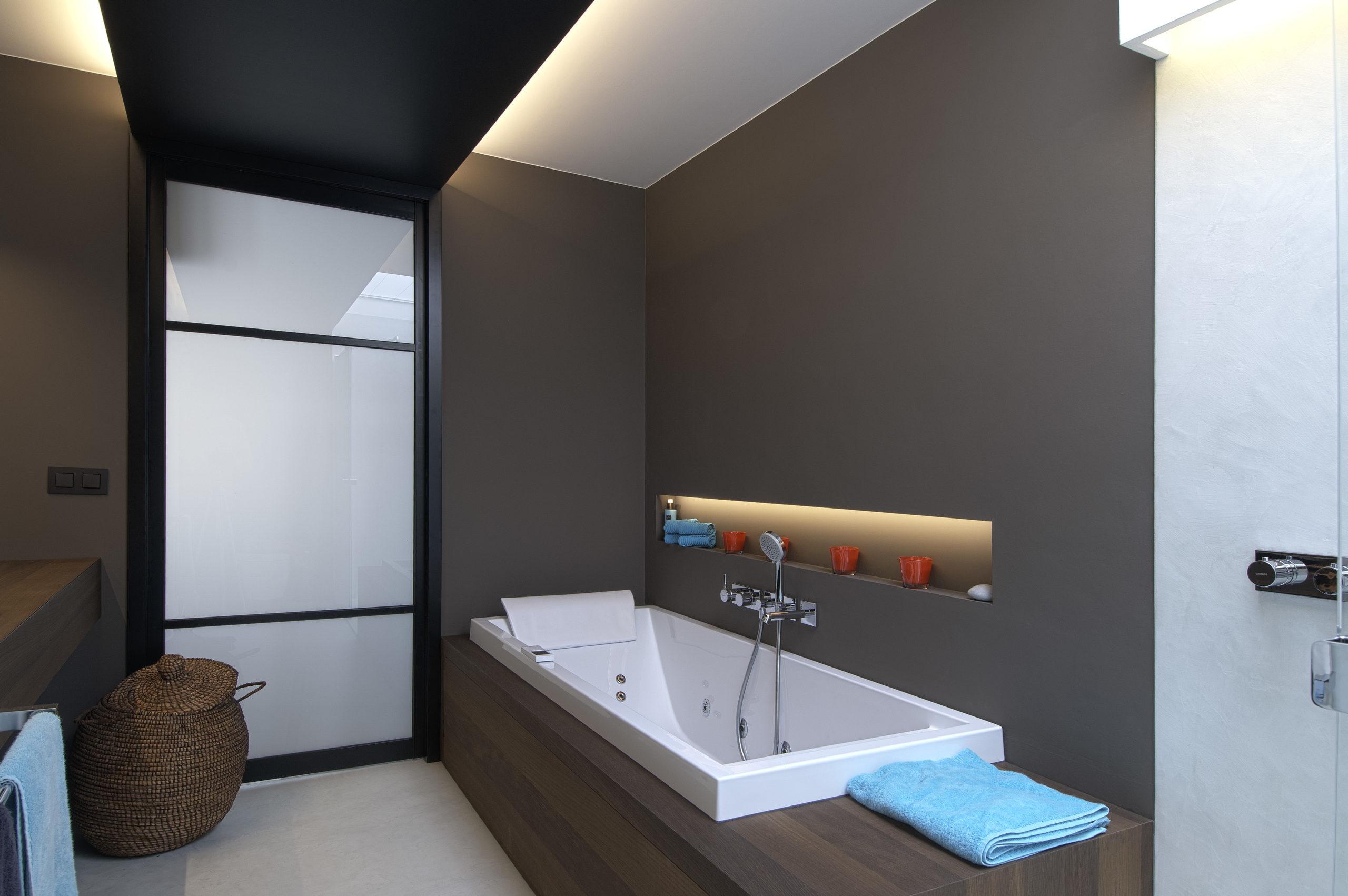 Salle de bain mortex et bois